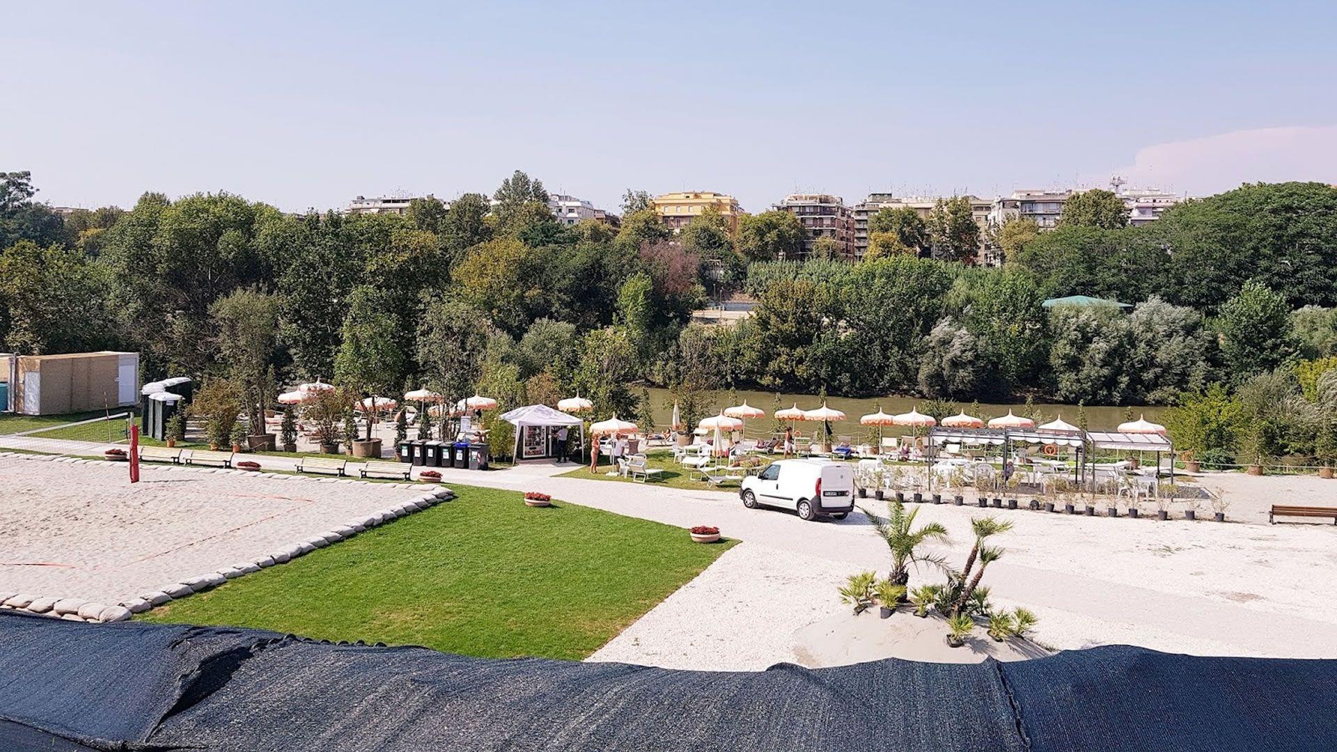 Roma inauguró su playa sobre el rio Tíber