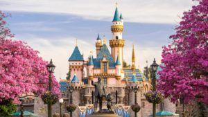 En Disneyland será dificultoso sentarse, o deberemos pagar para hacerlo