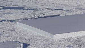 El espectacular iceberg rectangular descubierto en la Antártida
