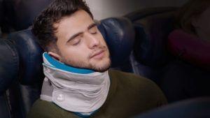 La almohada que promete cambiar la forma en que dormimos en el avión