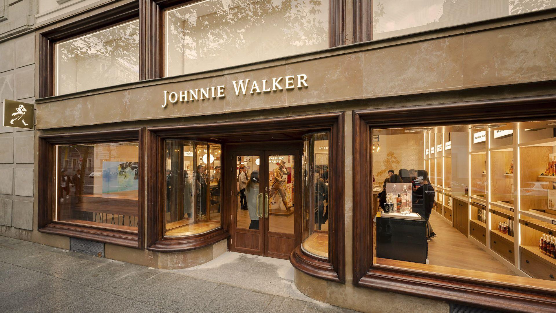 Johnnie Walker abrió su primera tienda experiencial para probar los mejores whiskies