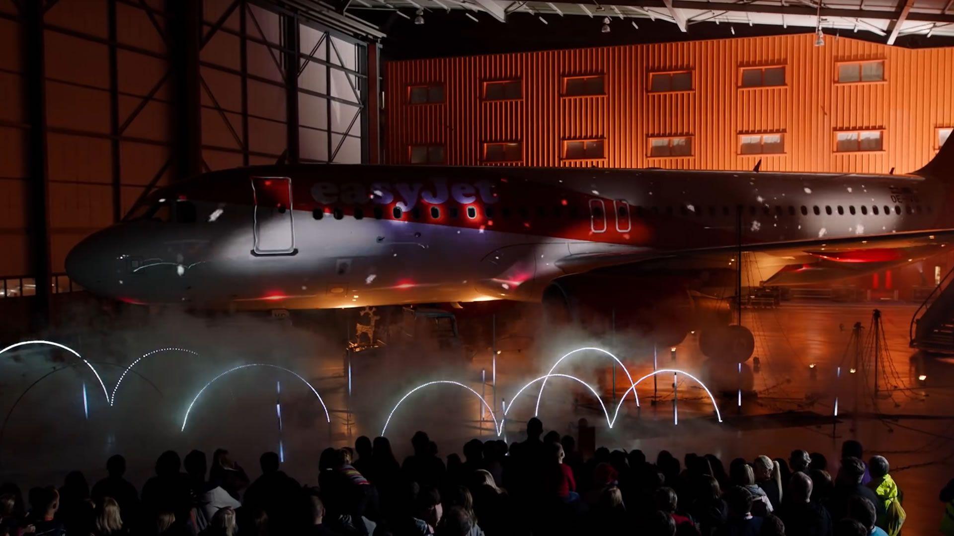 Un show de luces de Navidad más que original en un avión: video