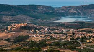 Un pueblo en Italia vende sus casas a € 1 y miles de personas quieren comprarlas