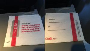 Las polémicas servilletas de Coca-Cola en los vuelos de Delta
