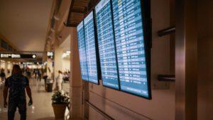 ¿Cuáles son los horarios con los vuelos más puntuales?