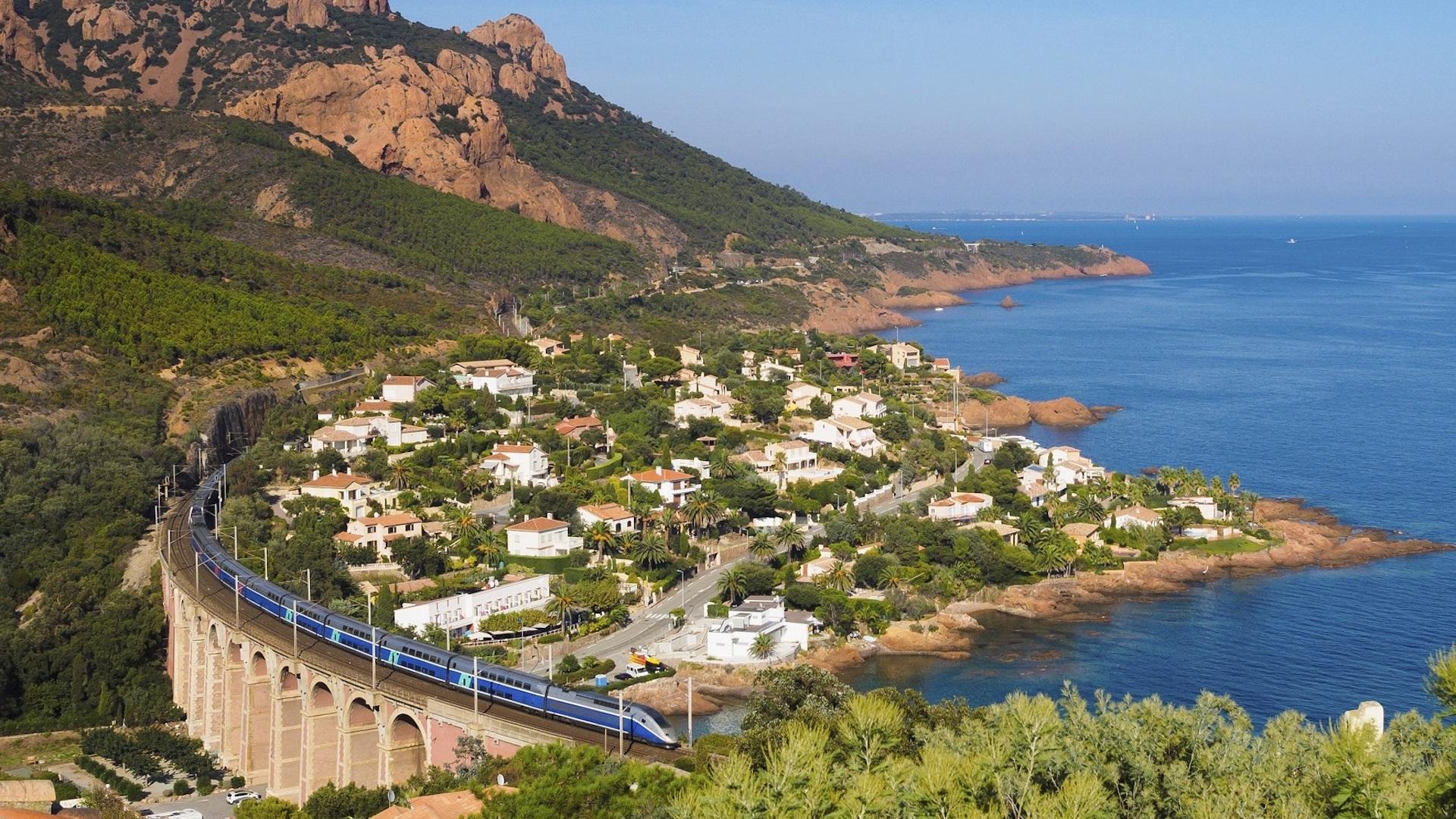 Destinos del Mediterráneo para recorrer en tren: España y Francia