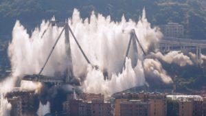 La impresionante demolición del puente de Génova en Italia: video