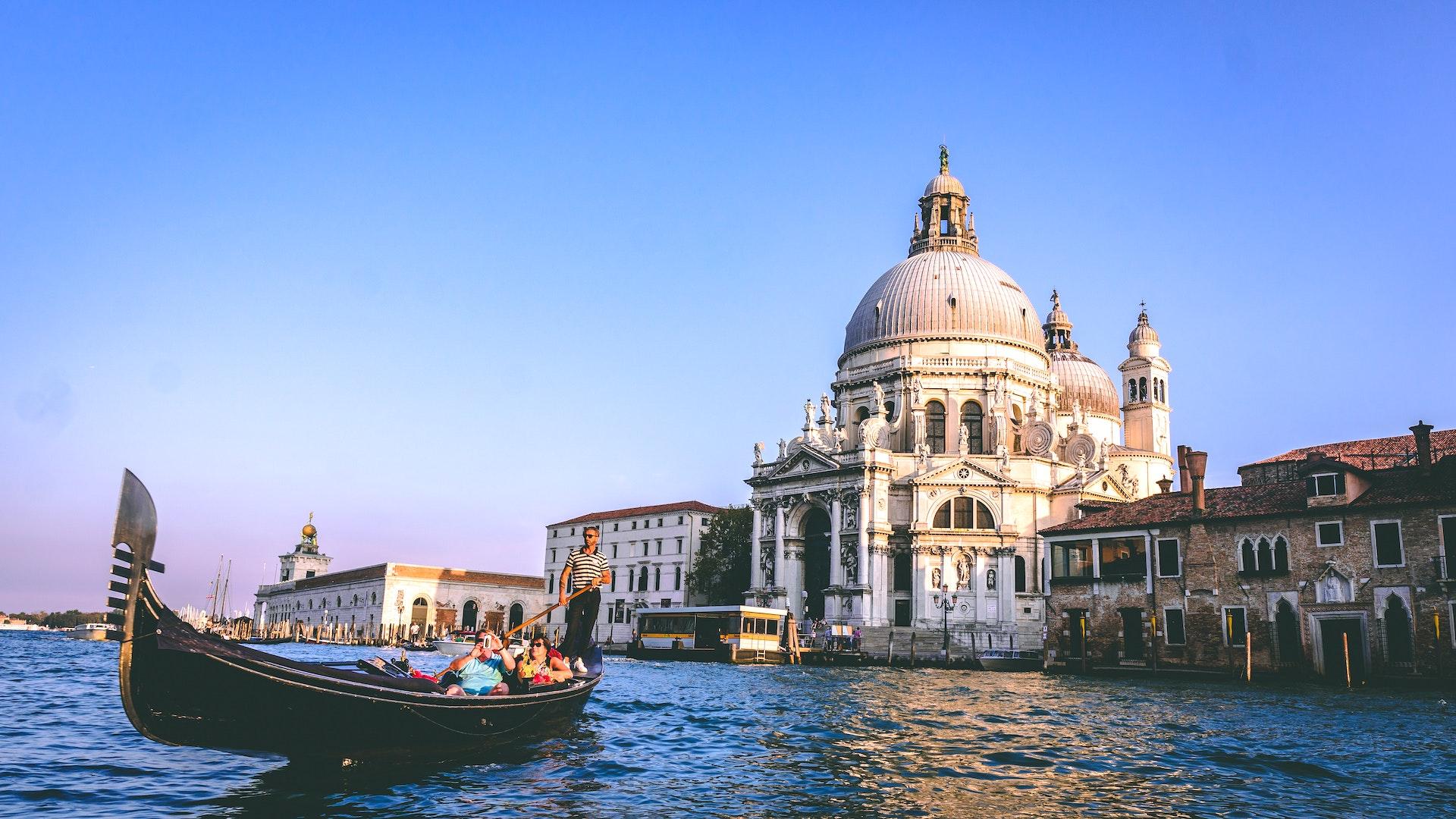 Nuevas reglas para hacer turismo en Venecia: multas por mal comportamiento