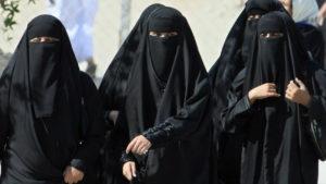 Finalmente, las mujeres de Arabia Saudita pueden viajar sin permiso de un hombre