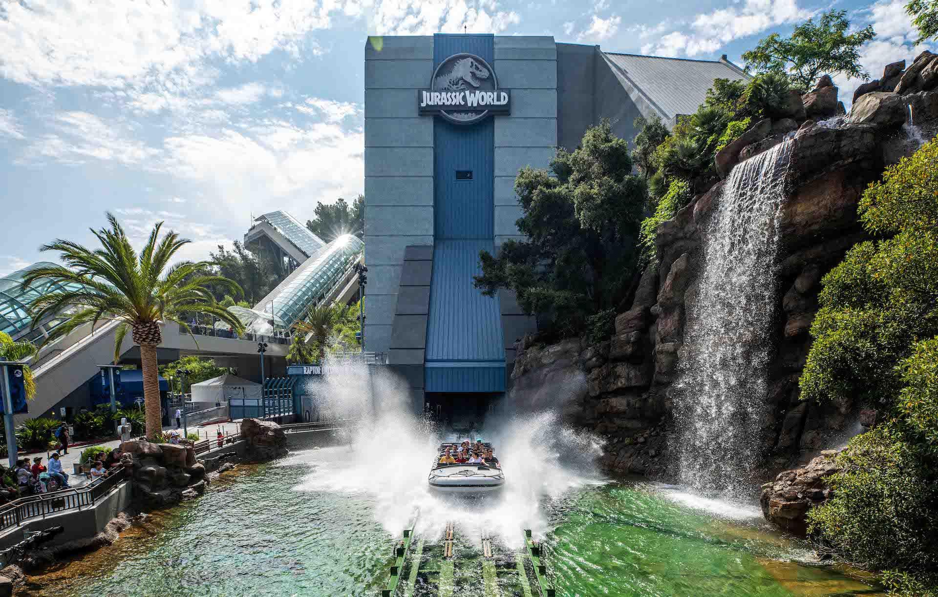 Abrió en Los Ángeles el nuevo parque temático de Jurassic World: The Ride