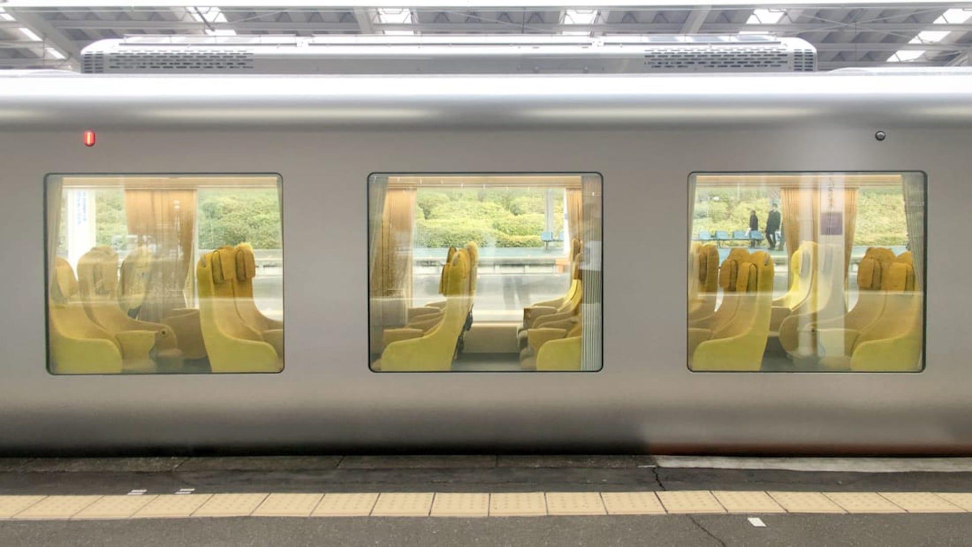 El nuevo tren en Japón con un interior diseñado como un living