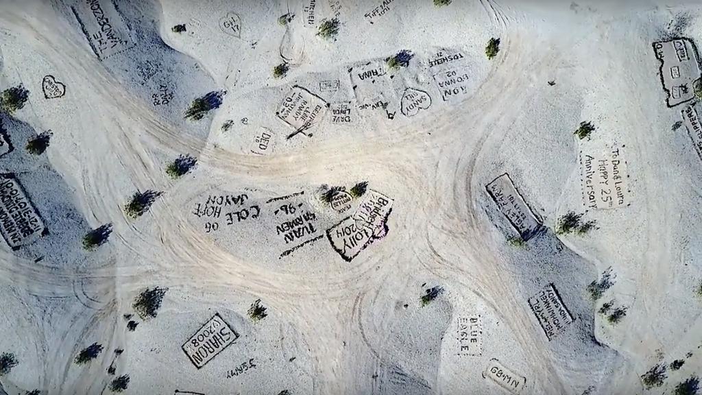 Graffiti Mesa: así es el sorprendente Valle de los Nombres en California