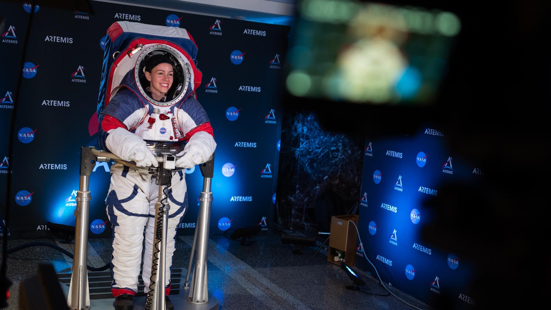 La NASA presentó los nuevos trajes espaciales para usar en la Luna