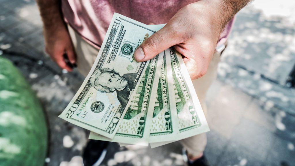 Viajes al exterior: tarjetas de crédito, dólares y el cepo cambiario en Argentina
