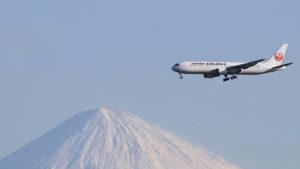 Japan Airlines: la aerolínea que permite evitar los niños en sus vuelos