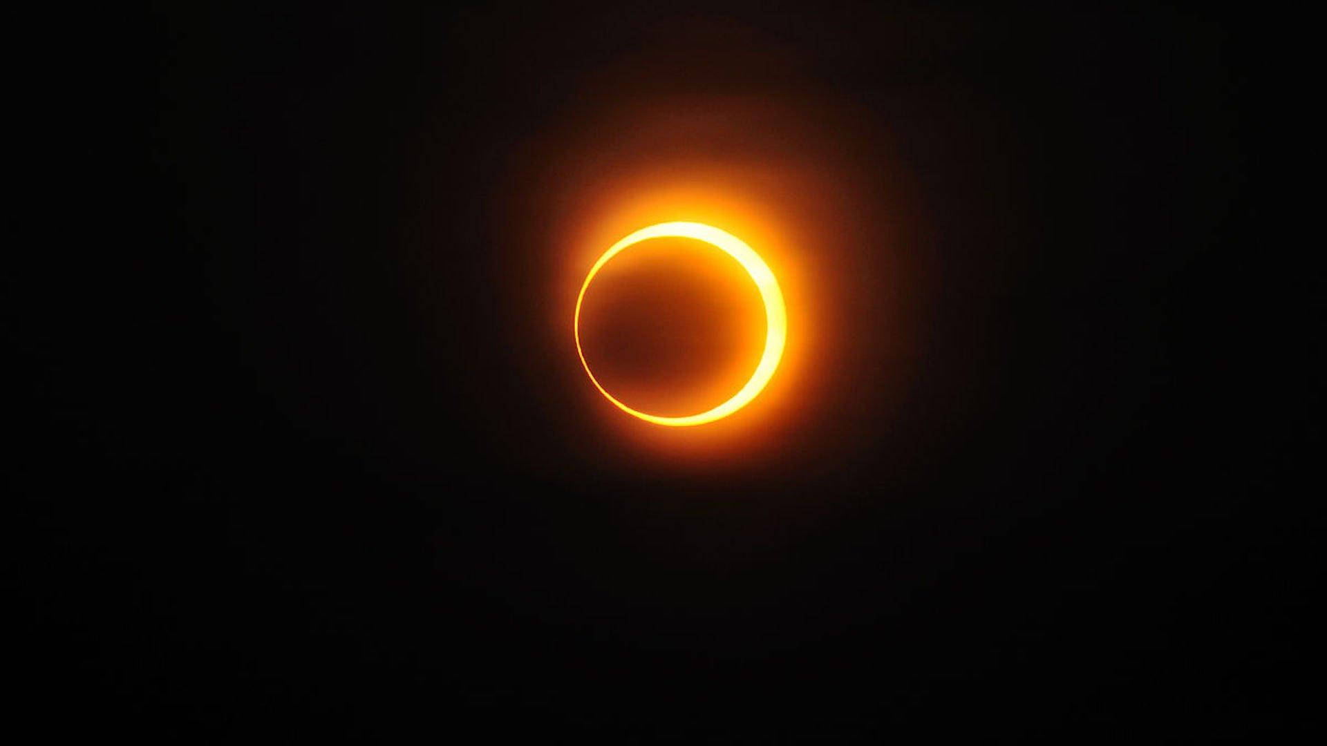 ¿Qué es un eclipse anular de sol y cómo se diferencia de uno total o parcial?