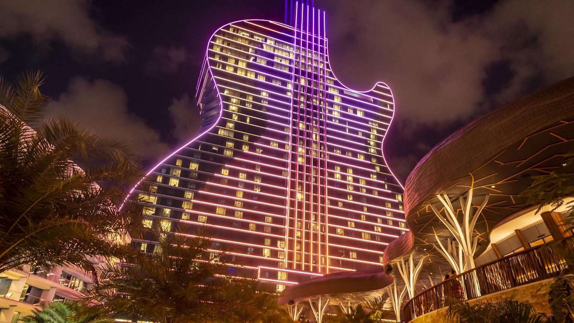 Abrió el casino y hotel Hard Rock Seminole, con forma de guitarra