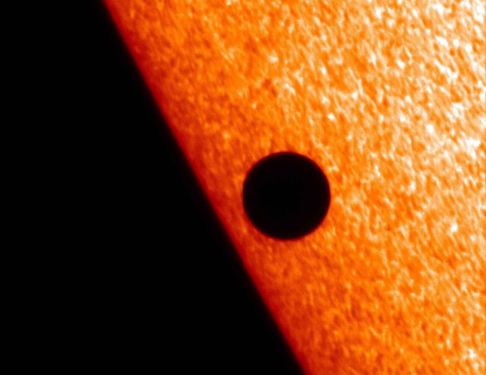Cómo ver el tránsito de Mercurio frente al Sol en vivo por Internet