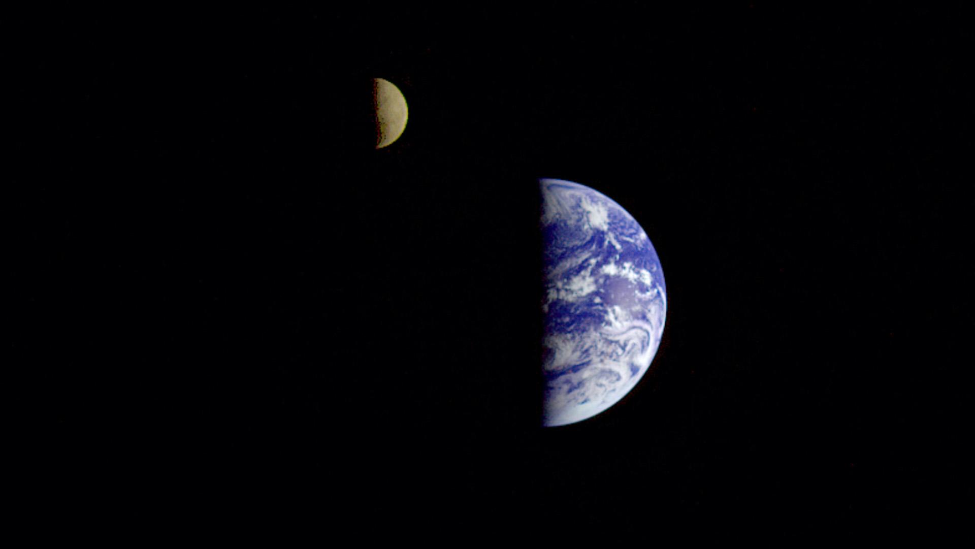 ¿Cómo se escriben Tierra, Luna y Sol? ¿Con mayúscula o minúscula?