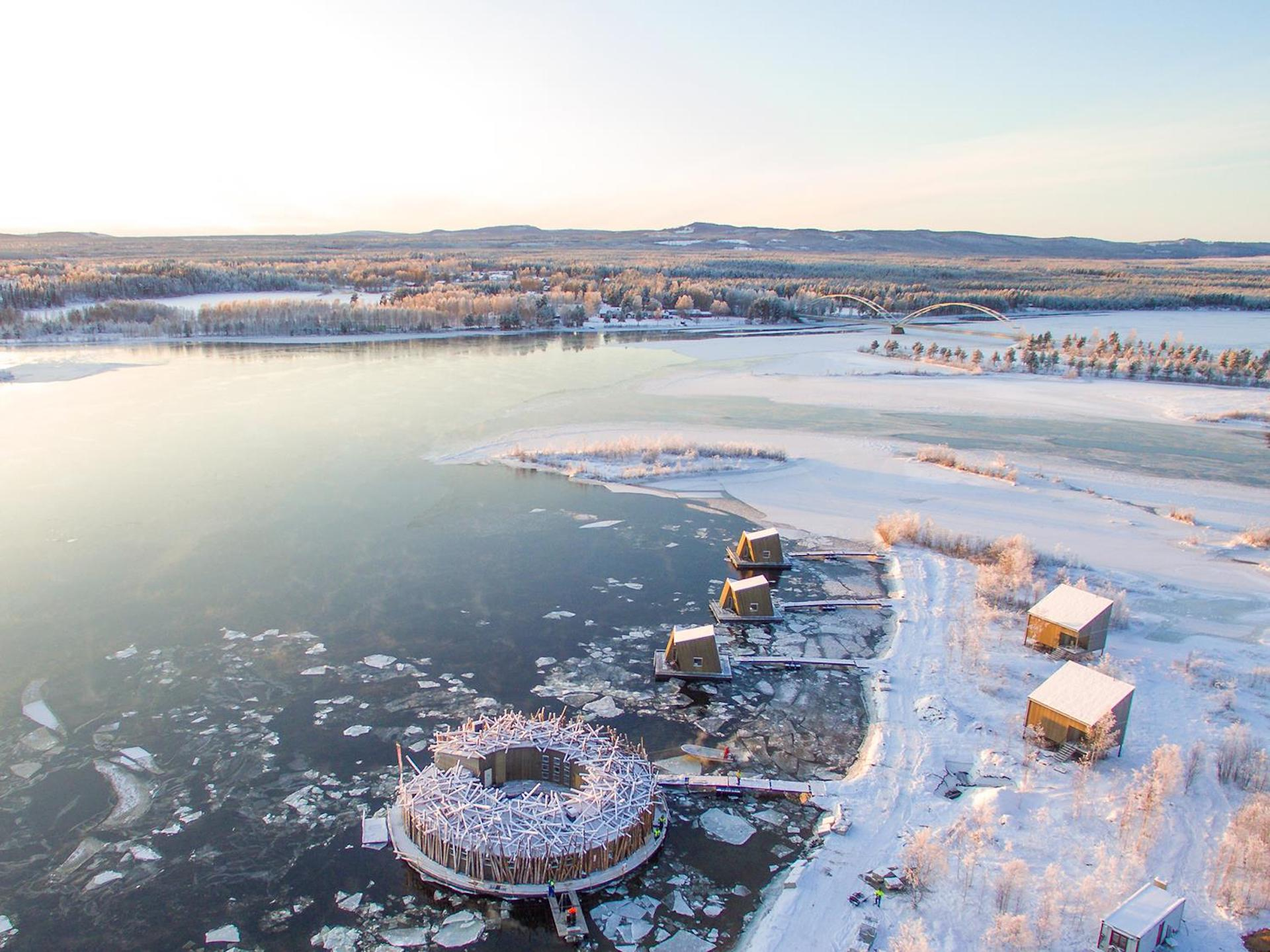 Así es Arctic Bath: el increíble hotel flotante en Suecia. Imágenes