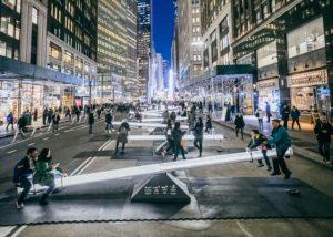Los increíbles subibajas musicales y luminosos en pleno Nueva York