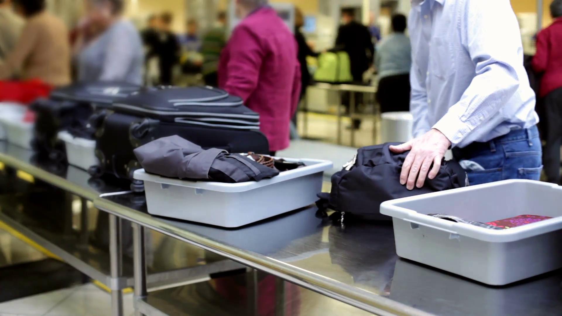 Cambian los controles de seguridad de aeropuertos por el coronavirus