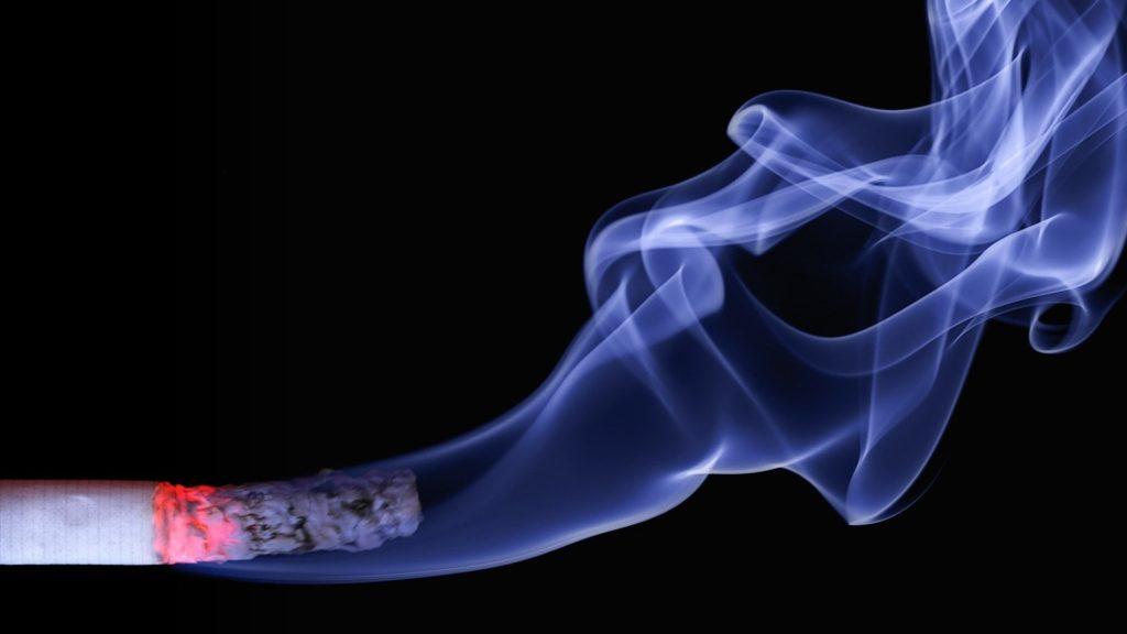 ¿Fumar aumenta los riesgos de contagiarse coronavirus?