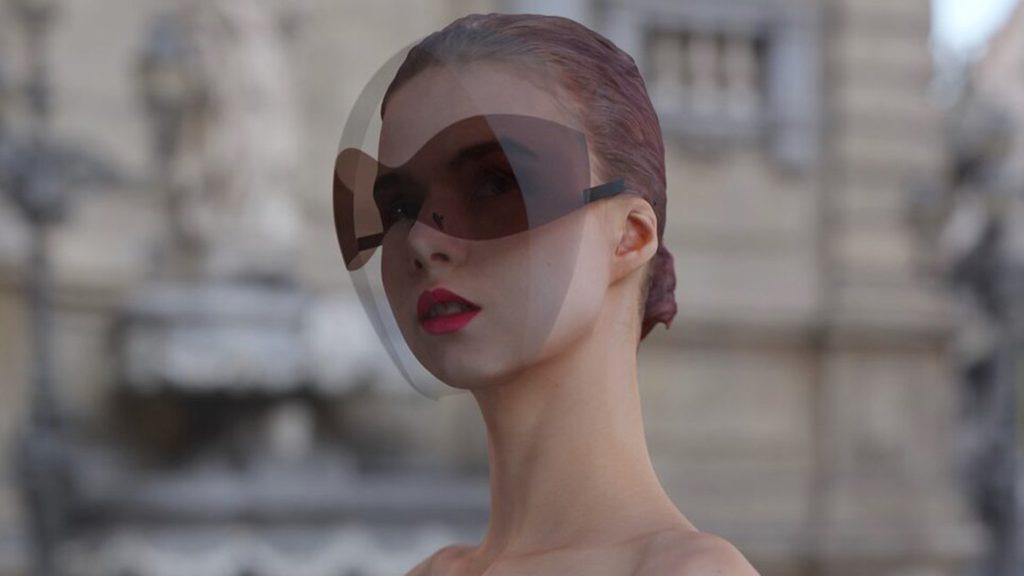 La novedosa máscara facial con lentes de sol incorporados