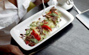 ¿Es seguro salir a comer a restaurantes? Medidas de seguridad para tomar