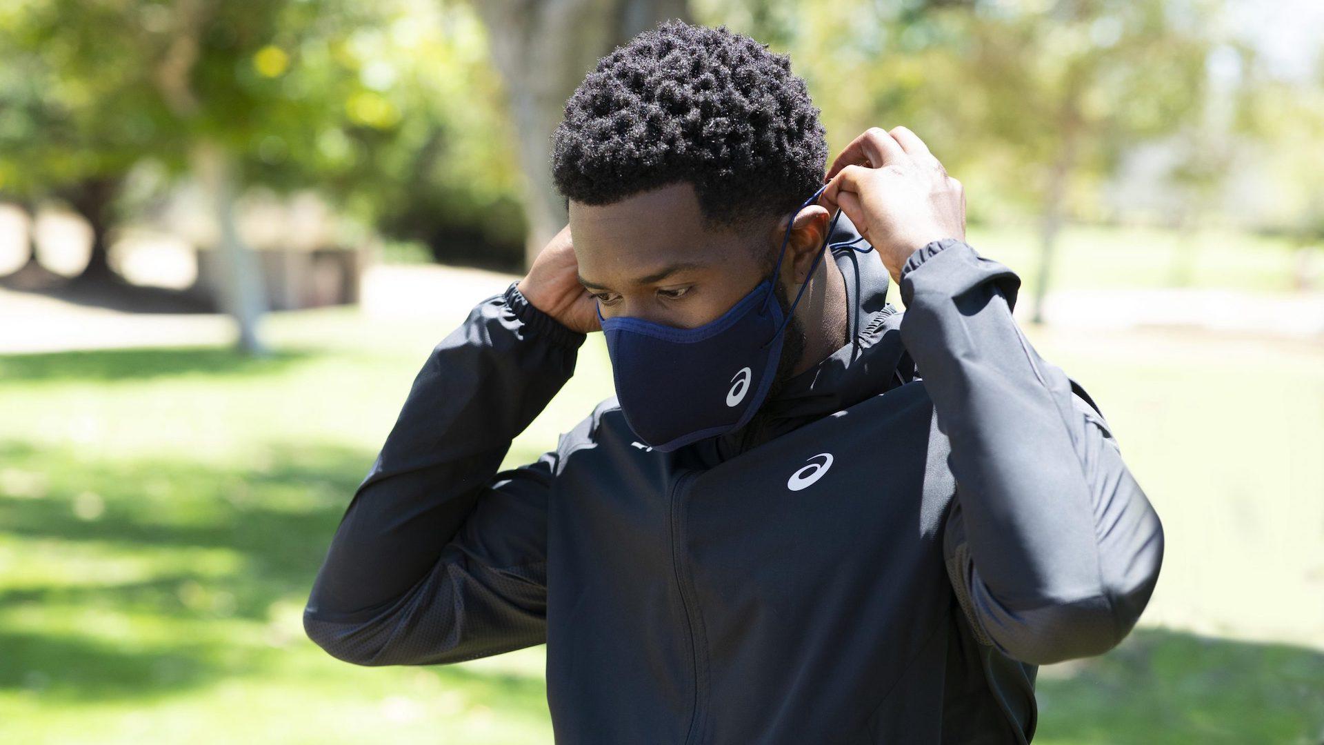 Asics lanzó tapabocas para corredores y deportistas