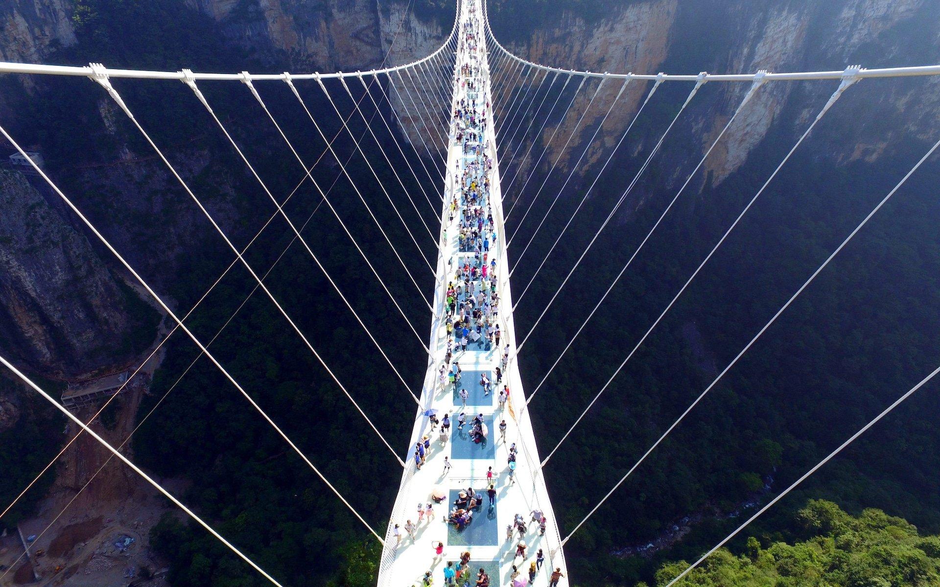 Este es el nuevo puente de vidrio más largo del mundo. ¿Dónde? En China