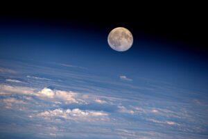 ¿Cada cuánto ocurre una luna llena y de dónde surgen sus nombres?