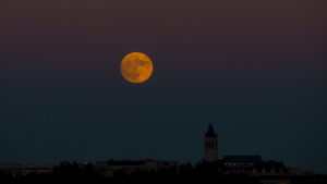 Cómo sacar las mejores fotos de la Luna con celular o cámara profesional