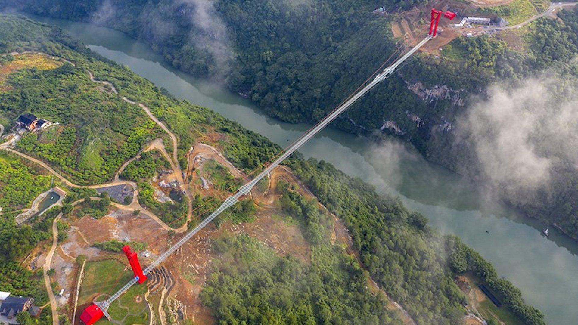 Este es el impresionante nuevo puente de vidrio más largo del mundo