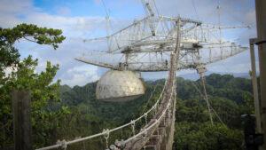 El video que muestra el derrumbe del Observatorio de Arecibo en Puerto Rico