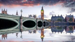 Prohibieron vuelos al Reino Unido por brote y mutación del coronavirus