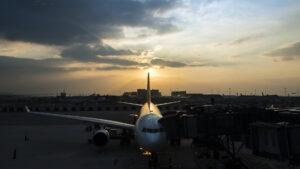Siguen los vuelos desde Ezeiza: no cierra el aeropuerto. ¿Qué cambia?
