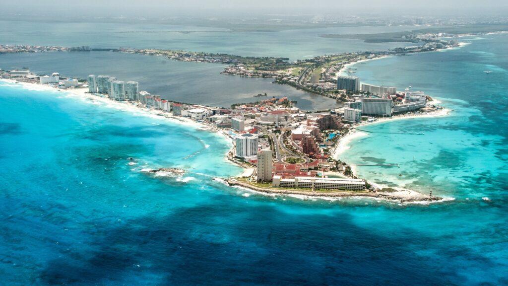 Las imperdibles y mejores rutas de playas del Caribe en México