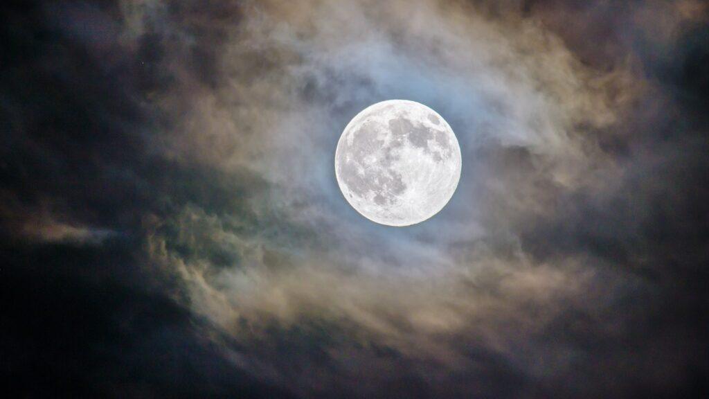 El 28 de enero llega The Wolf Moon: la Luna Llena del Lobo