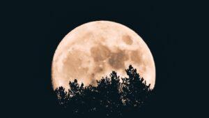 ¿La Luna Llena afecta a los humanos? Sueño y menstruación cambian