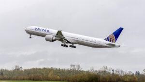 Decenas de aviones Boeing 777 suspendidos tras el accidente en Denver