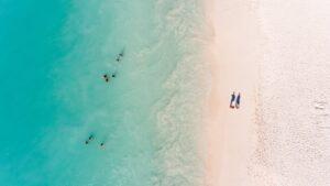 ¿Cuáles son los requisitos para viajar a Aruba sin cuarentena?