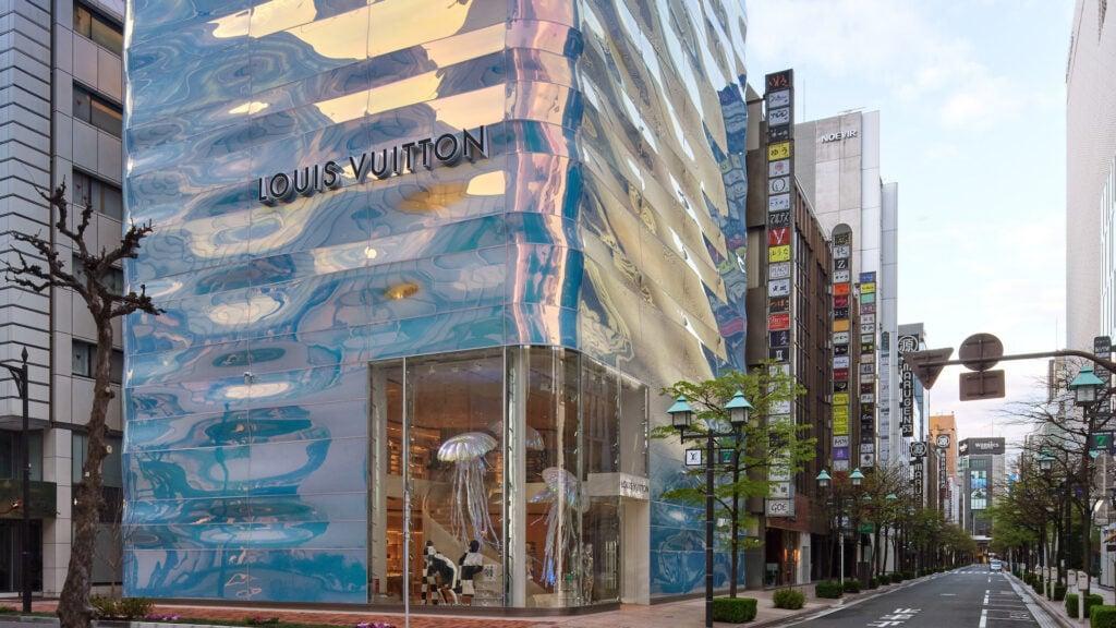 Así es la original nueva tienda de Louis Vuitton con una fachada ondulante