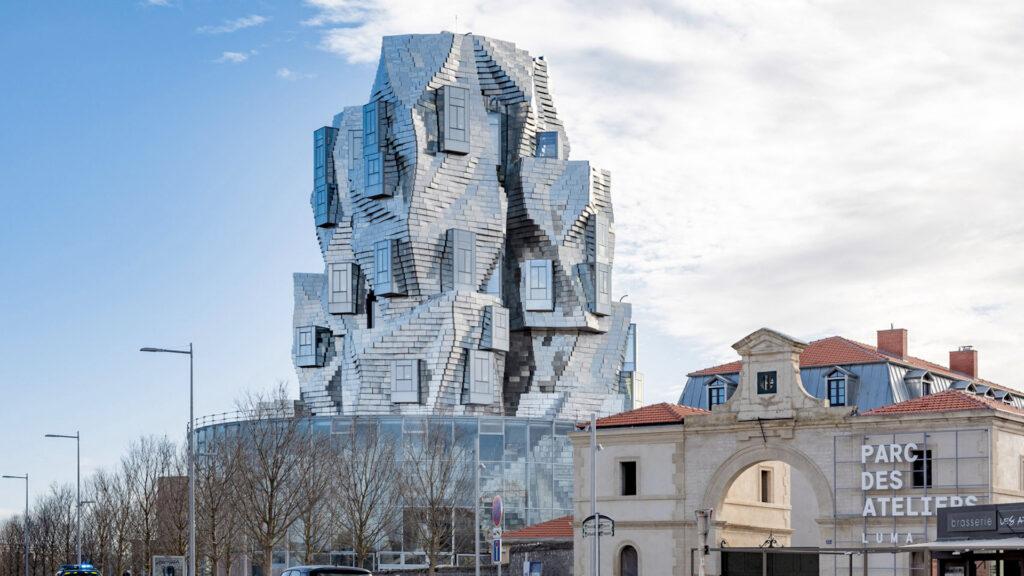 Así es Luma Tower: la increíble torre con diseño en forma de acantilado
