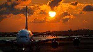 Más tests y vuelos cancelados: las nuevas restricciones para viajar al exterior