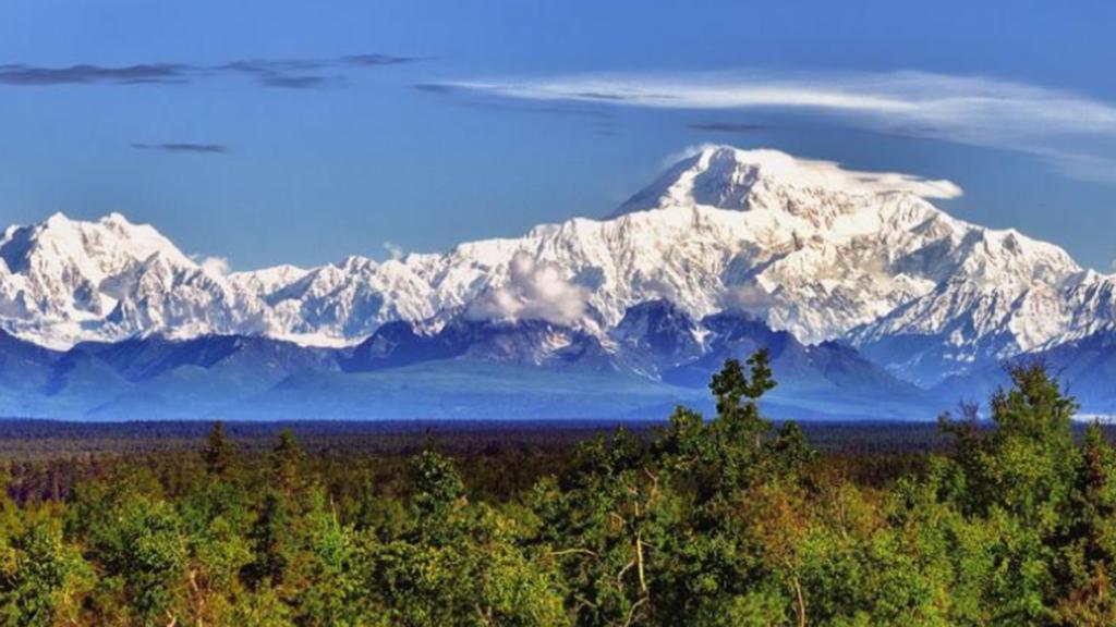 Alaska vacuna gratis a los turistas contra el COVID en los aeropuertos
