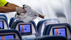 Consejos y qué llevar en el avión para viajar en tiempos de coronavirus