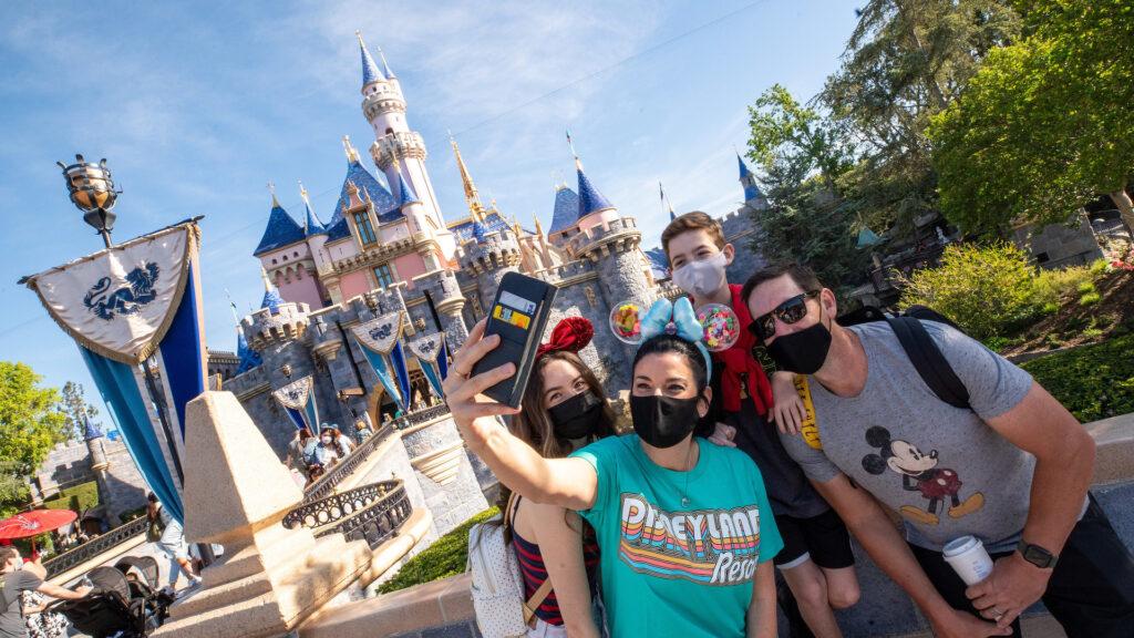Reabrió Disneyland Park California: qué se puede hacer y visitar