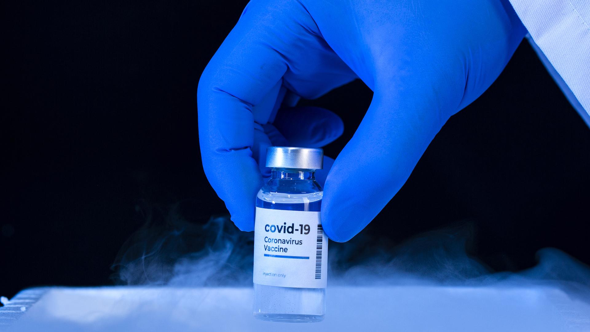 CDC: las personas vacunadas ya pueden dejar de usar barbijo