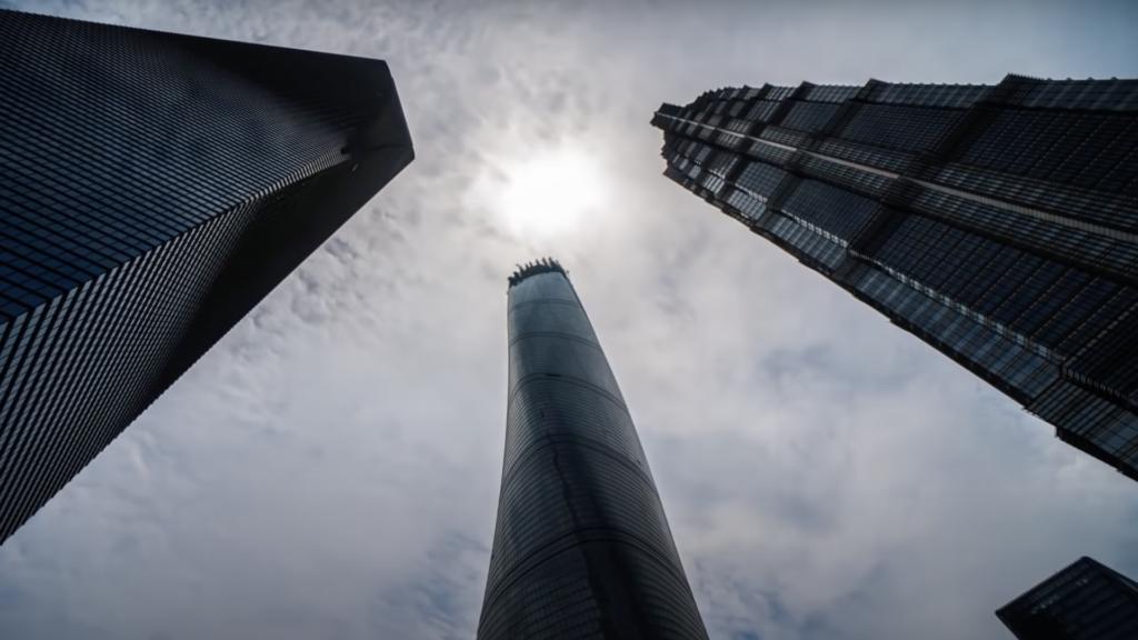 ¿Son los rascacielos más altos los edificios más grande del mundo?: video